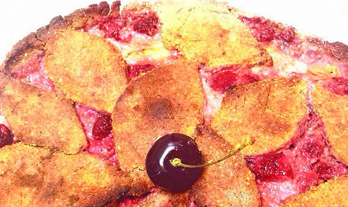 Веганский пирог с запеченными лесными ягодами
