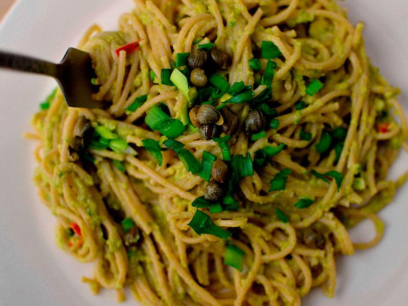 spagetti-s-zelenym-sousom-salsa-iz-avokado-thumb
