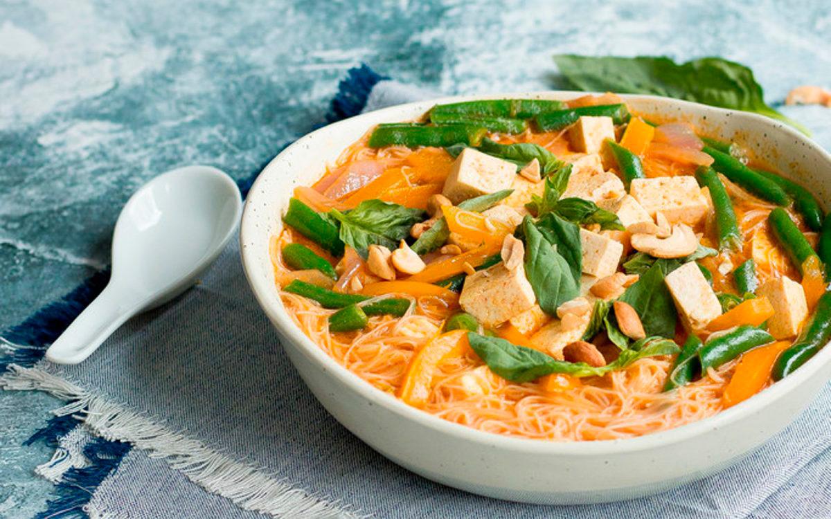 Суп из лапши с красным карри