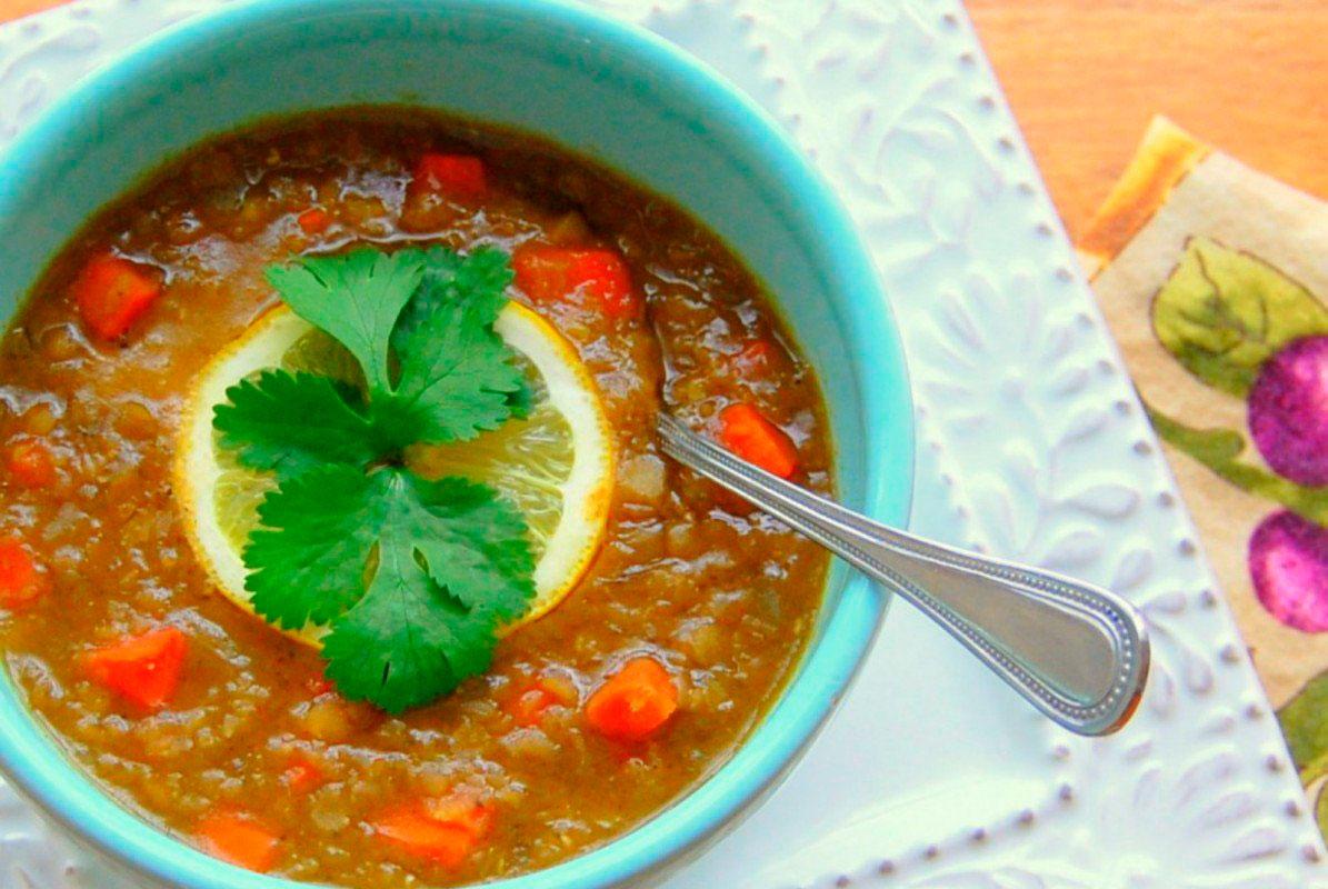 Суп из чечевицы со свежей кинзой и лимоном