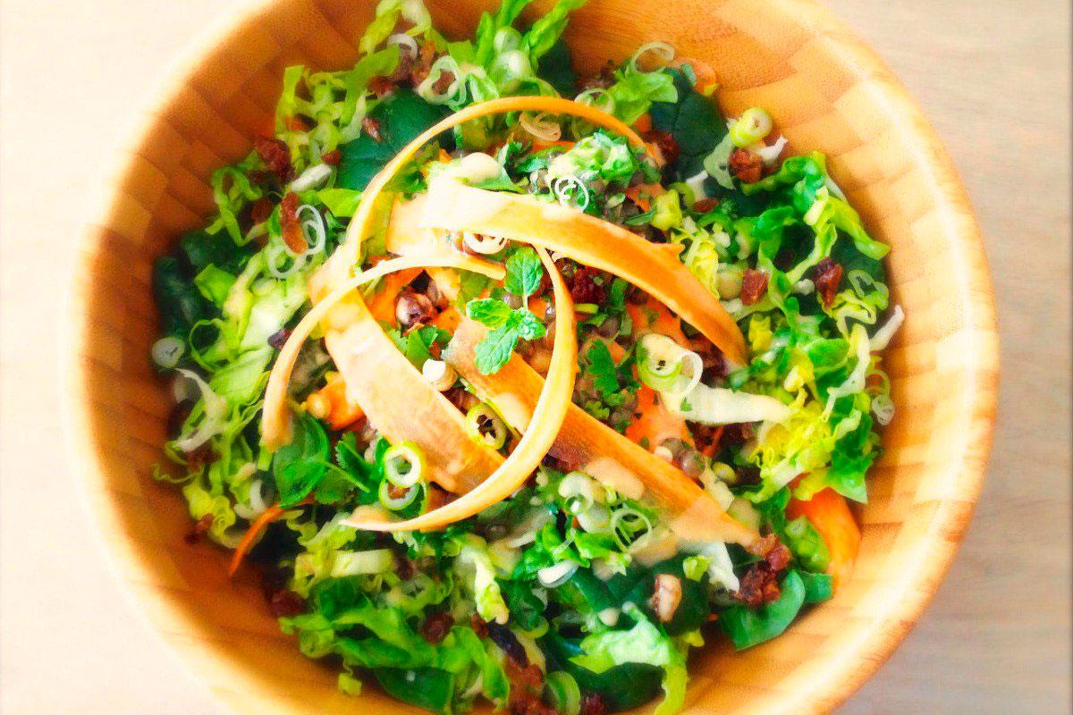 Салат из зеленой чечевицы с пряной морковью