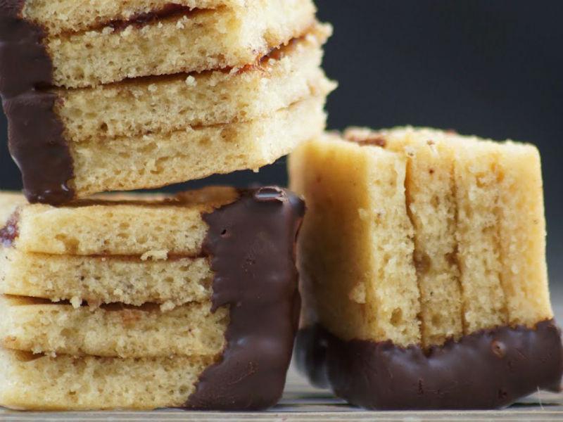 Бисквитное печенье с шоколадом