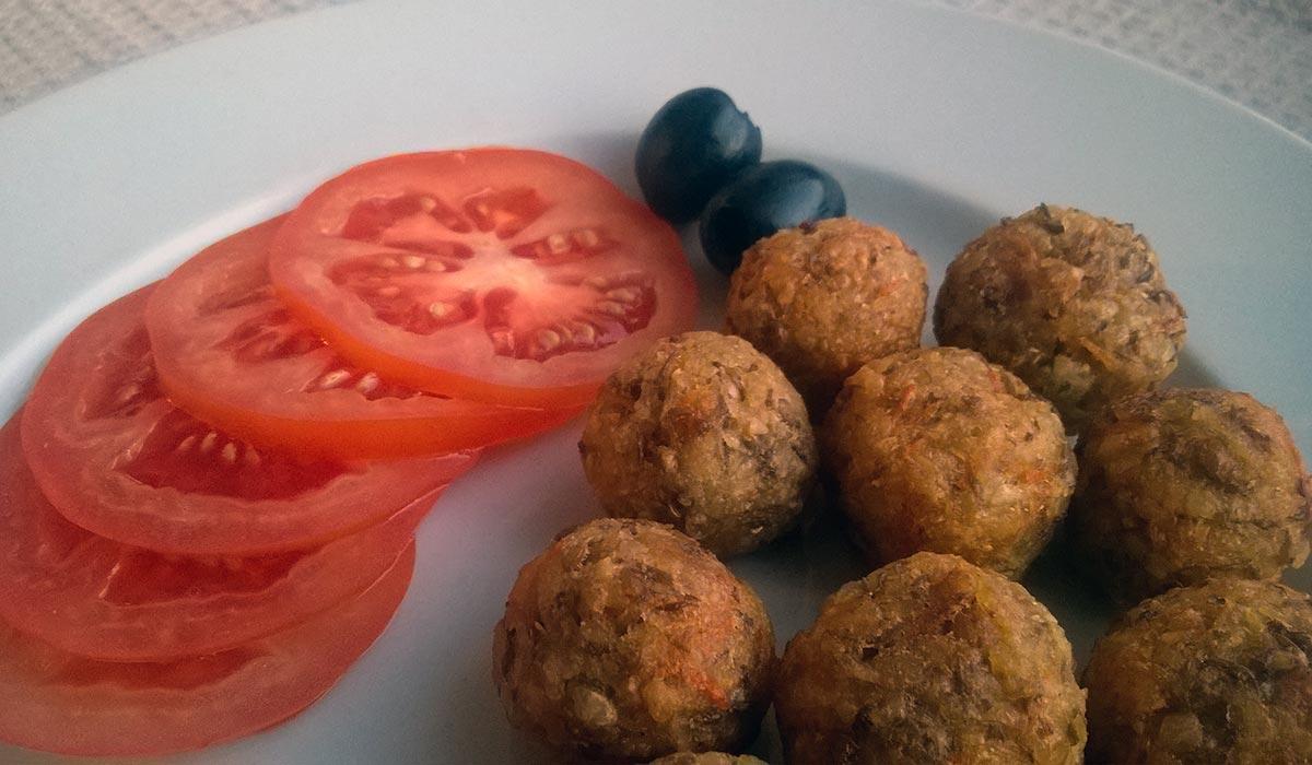 Веганские фрикадельки из чечевицы и картофеля