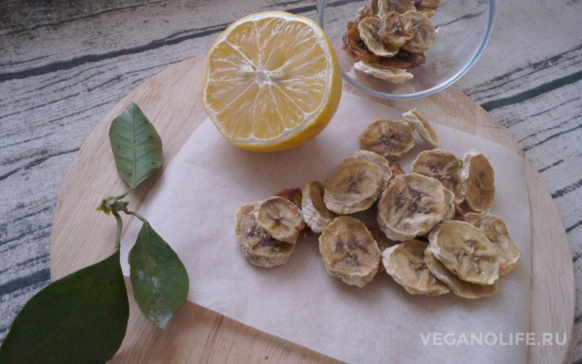 Как сделать банановые чипсы в домашних условиях: в микроволновке, духовке и в сушилке